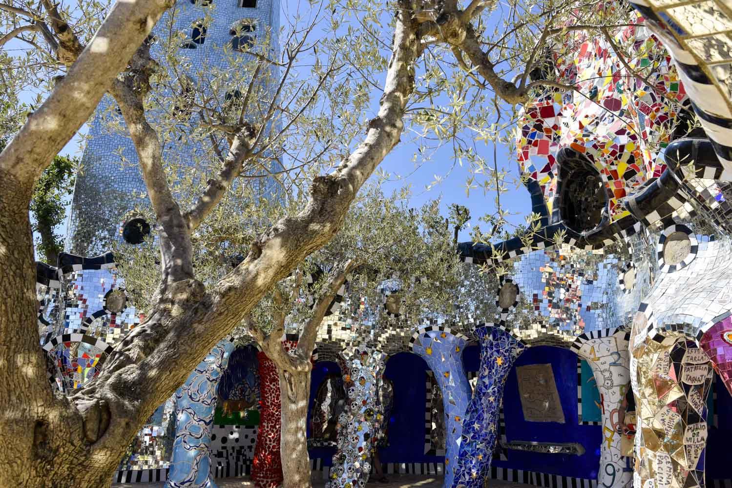 Un jeu de tarot g ant va voir l 39 art - Niki de saint phalle le jardin des tarots ...